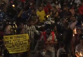 Protesto ocorreu na noite dessa segunda-feira (13).